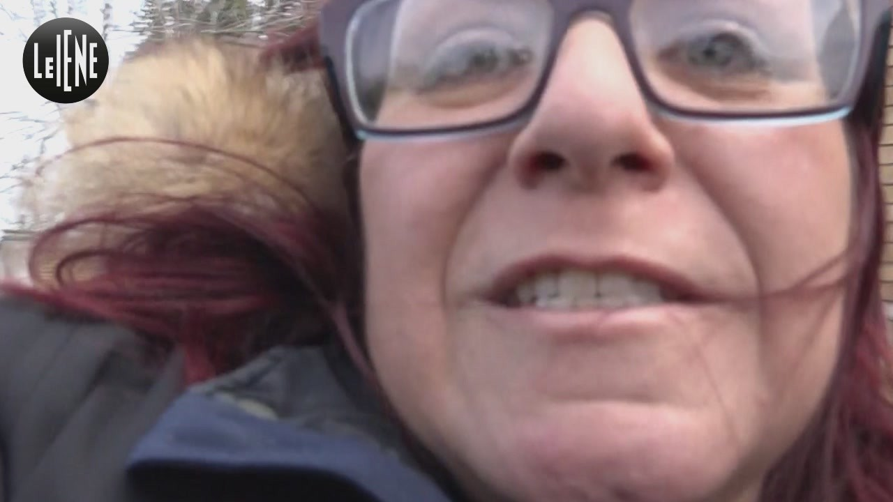 La venditrice online che ha picchiato la Iena Martinelli: ancora minacce a una cliente | AUDIO