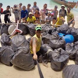 spazzatura spiagge thailandia iene