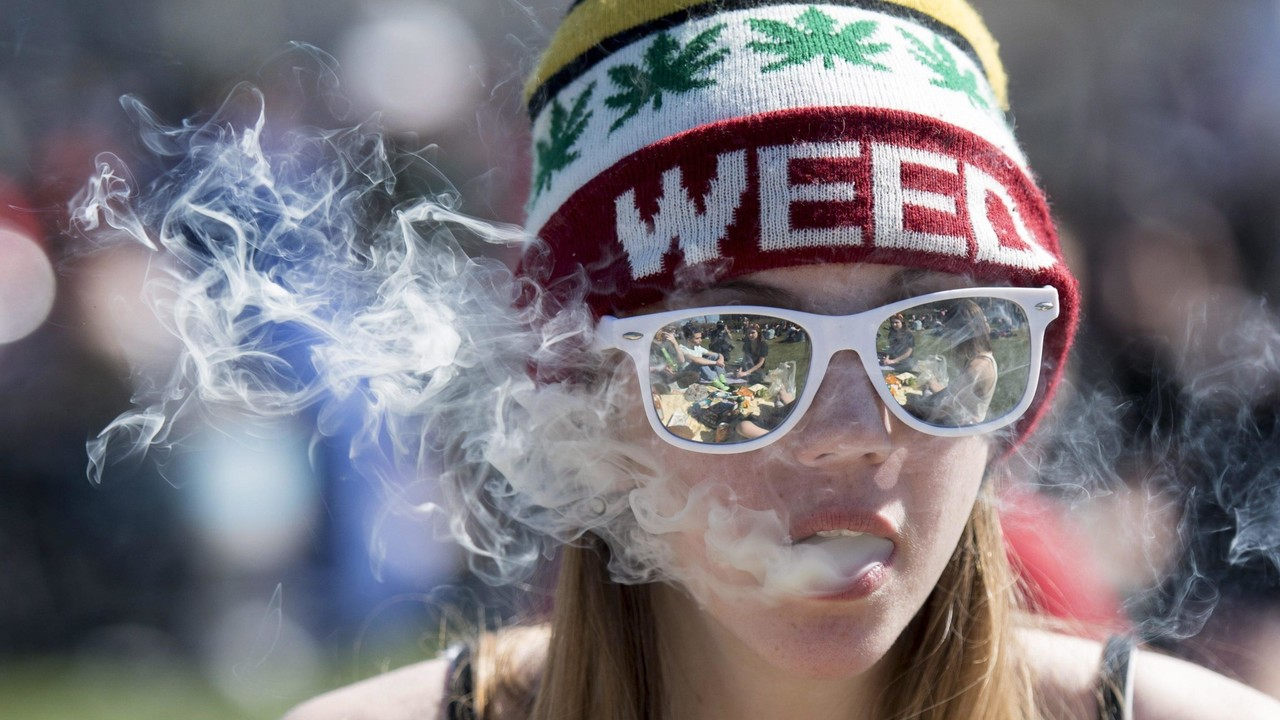 """La cannabis ora libera in Canada e il """"legalizzatela"""" di Pupo (strafatto)"""