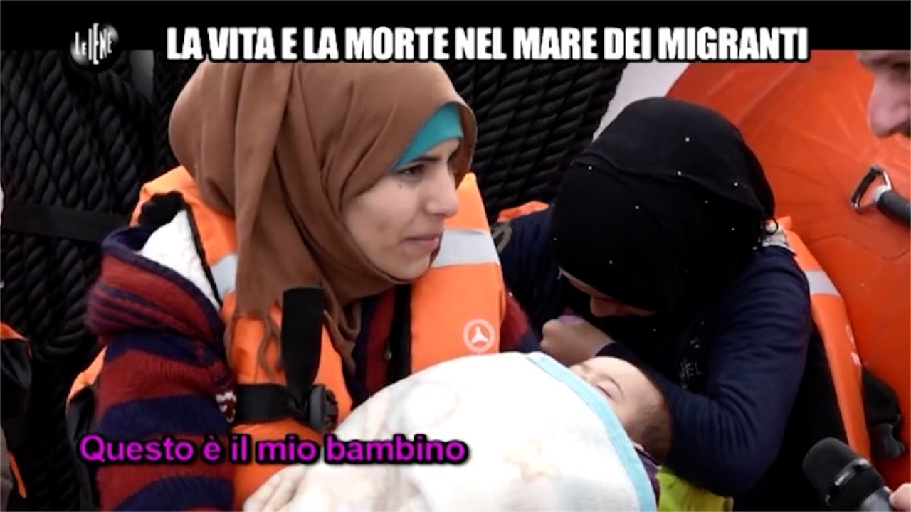 La vita e la morte nel mare dei migranti: le foto