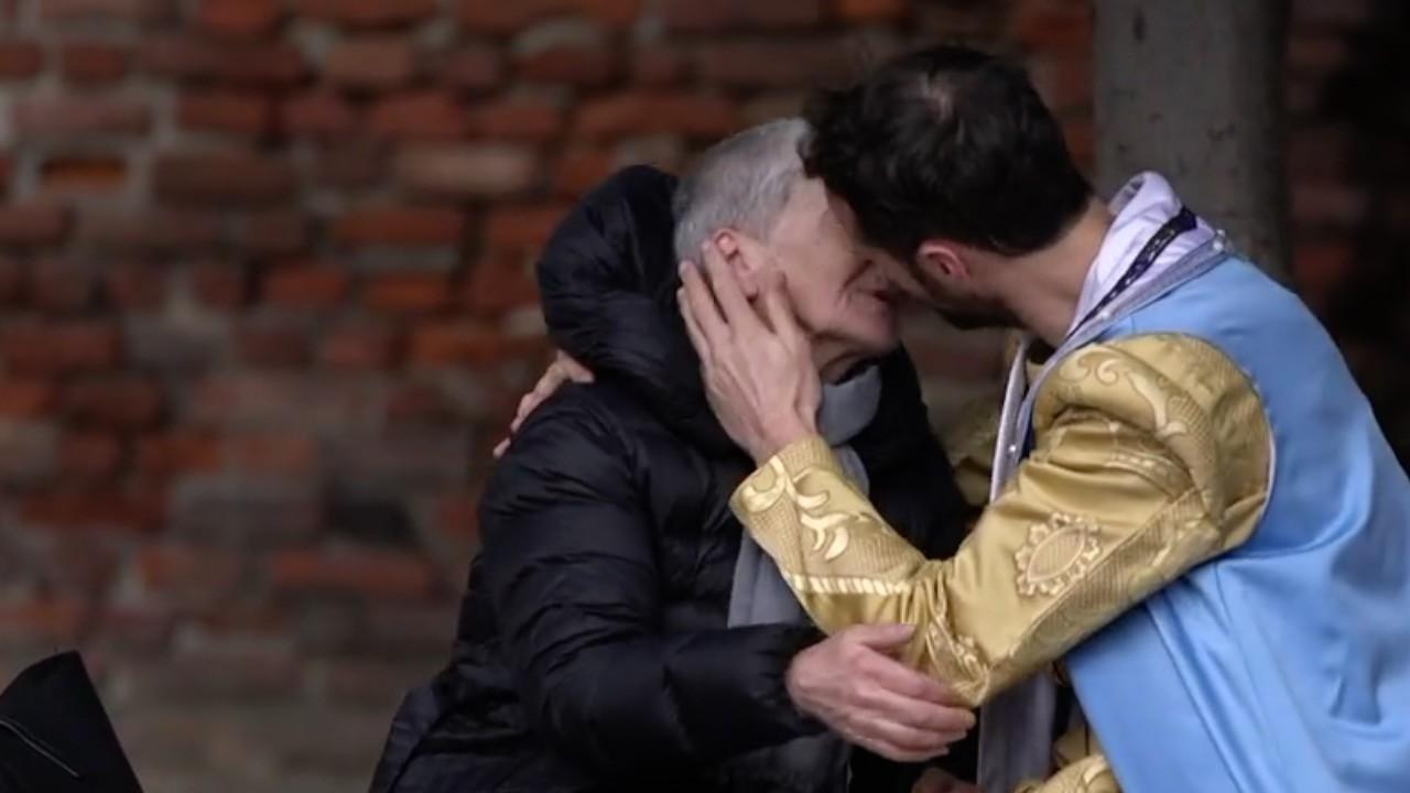 Giornata del bacio: baciatevi come il Principe e la passante!
