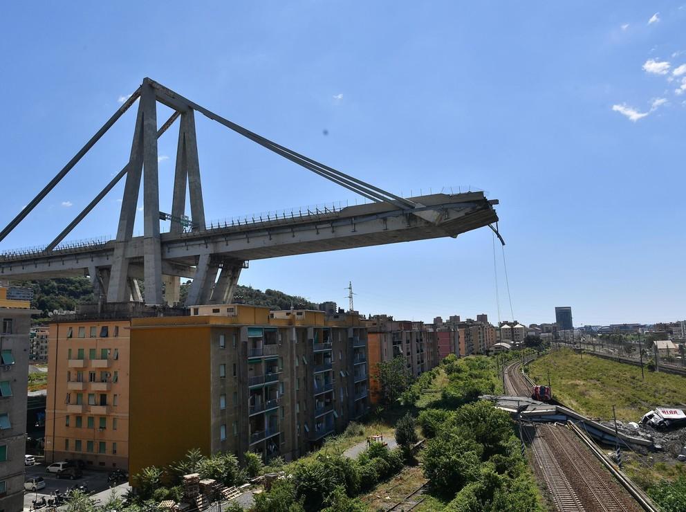 """Genova: 38 morti e """"10-20 dispersi"""". """"Revoca concessione a Autostrade"""""""