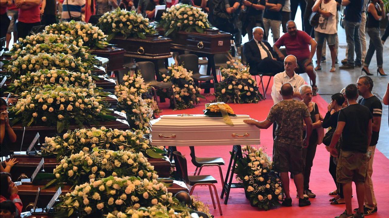 Genova: i funerali di Stato e le non scuse di Autostrade per l'Italia