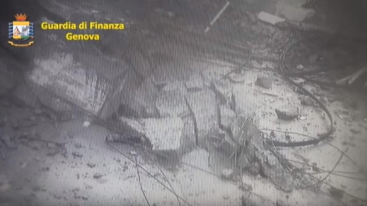 Genova: il video del momento del crollo del ponte dell'autostrada