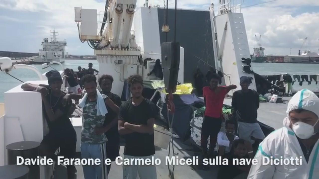 Diciotti migranti nave militare italiana ferma Catania video a bordo