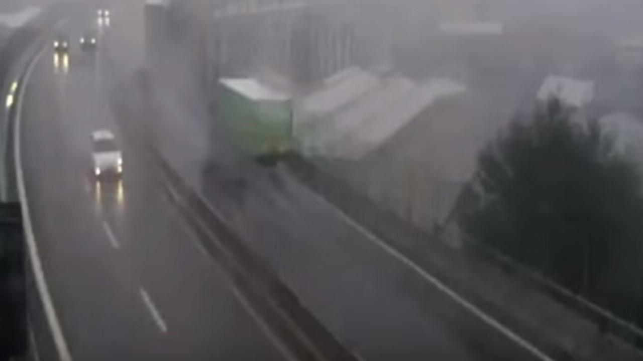 Genova: il video di Autostrade del crollo del ponte (con black out)