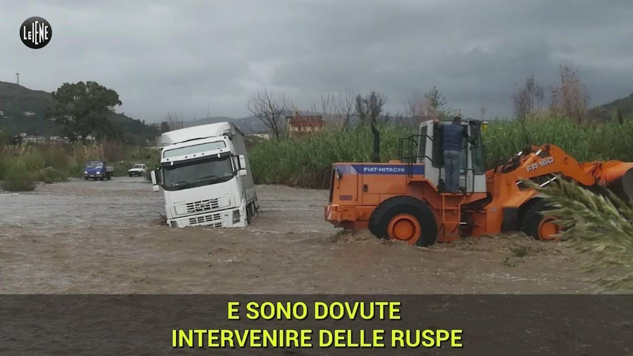 ponte allaro camion fiume autobus