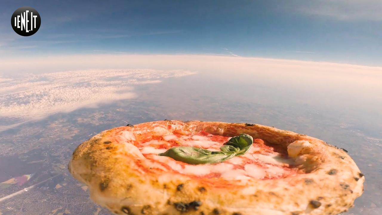 La pizza italiana vola nello spazio   VIDEO