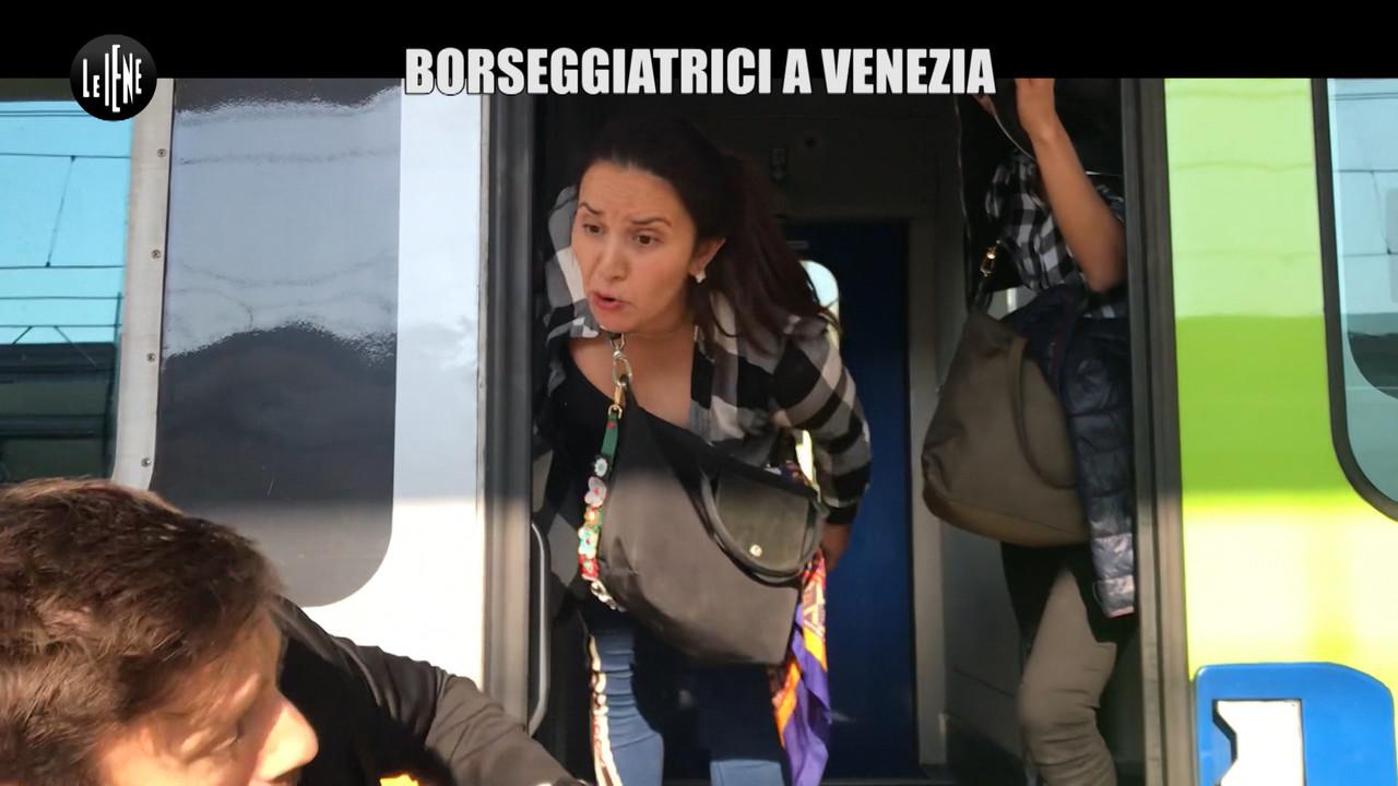 Le borseggiatrici rom di Venezia, minorenni o incinte. Le foto