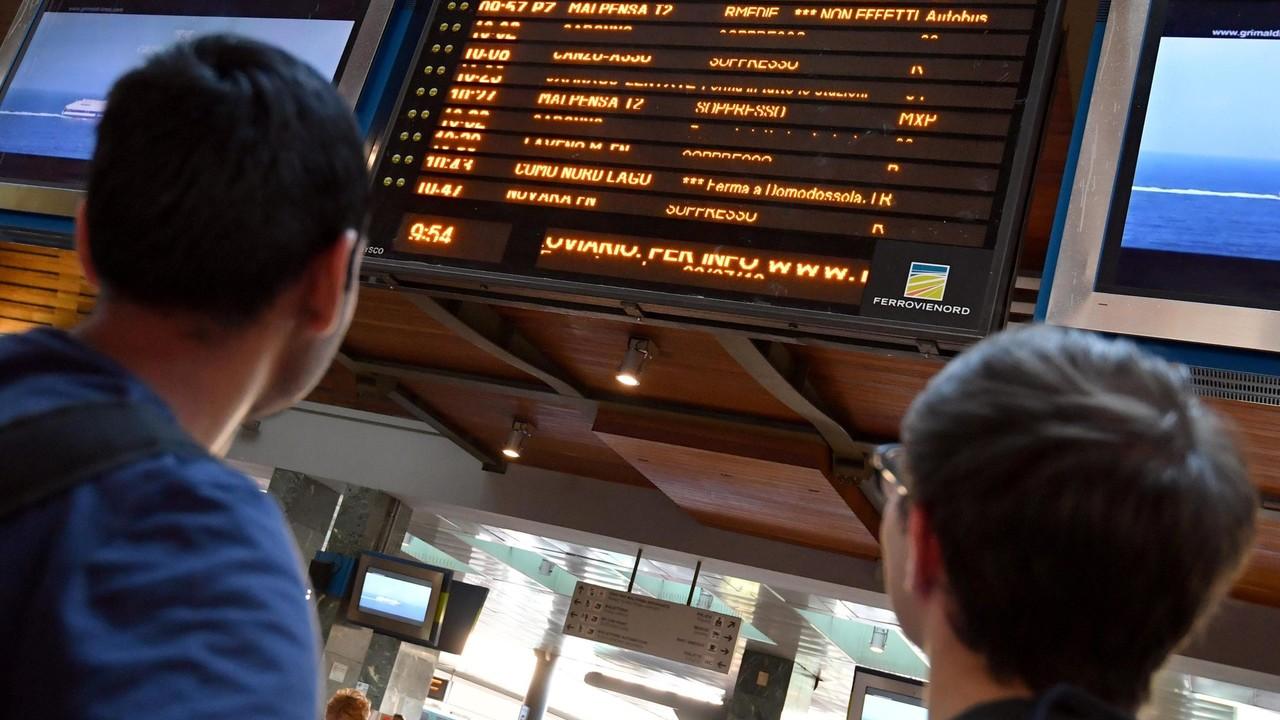 Il taglio di Trenord: 24mila pendolari senza 350 treni, tutti i dettagli