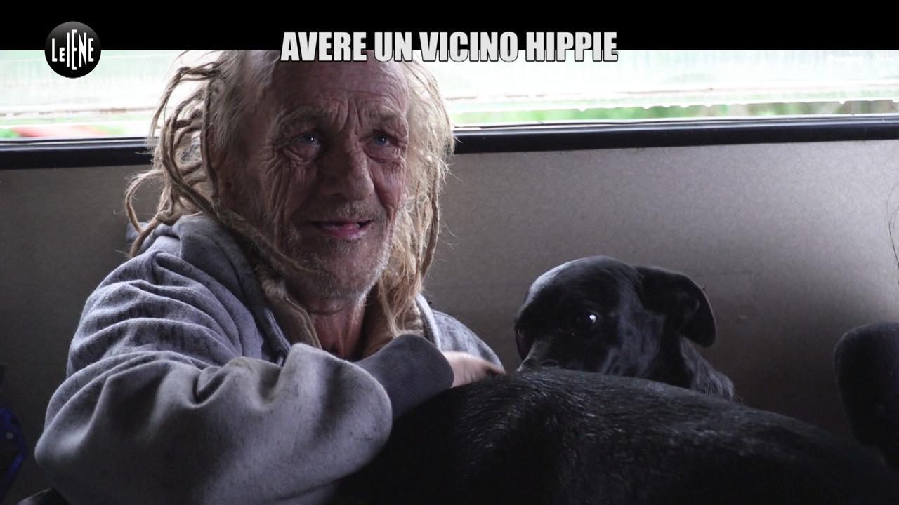 CASASSA: Sette cani in una roulotte, quando il vicino è hippie e accumulatore seriale