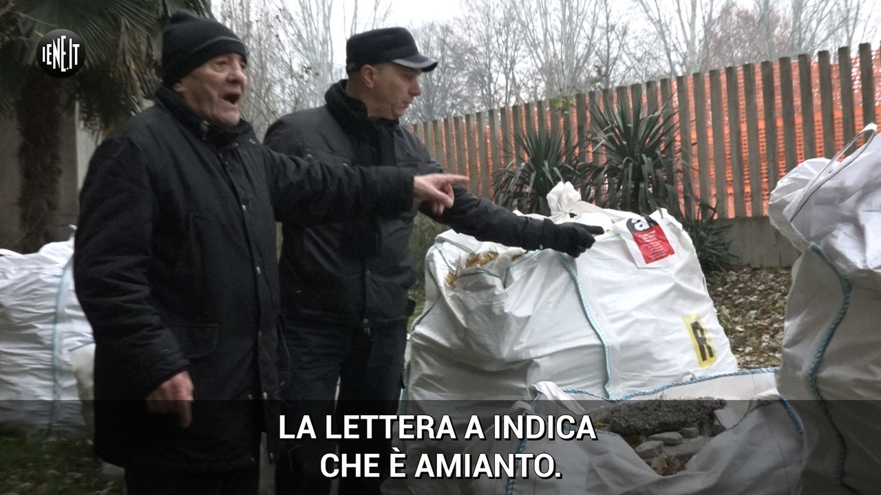 """Case popolari senza un tetto e con l'amianto in cortile"" 
