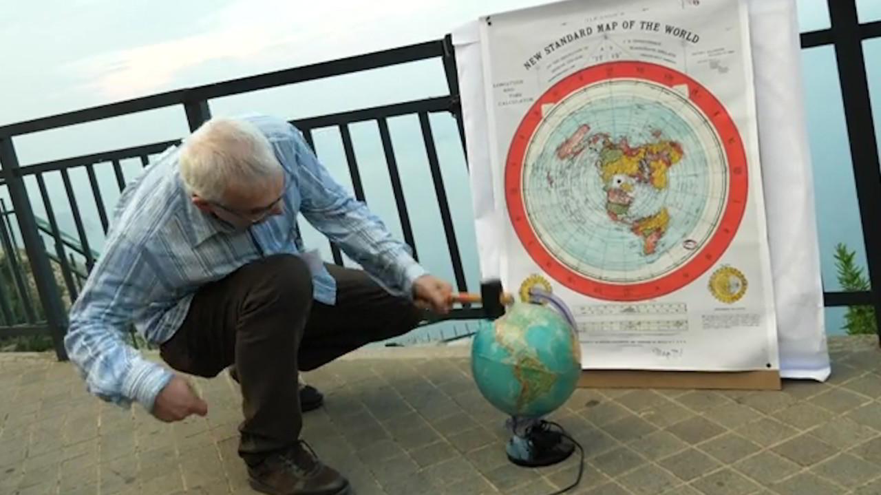 Terrapiattisti in crociera al Polo per dimostrare che la Terra è piatta