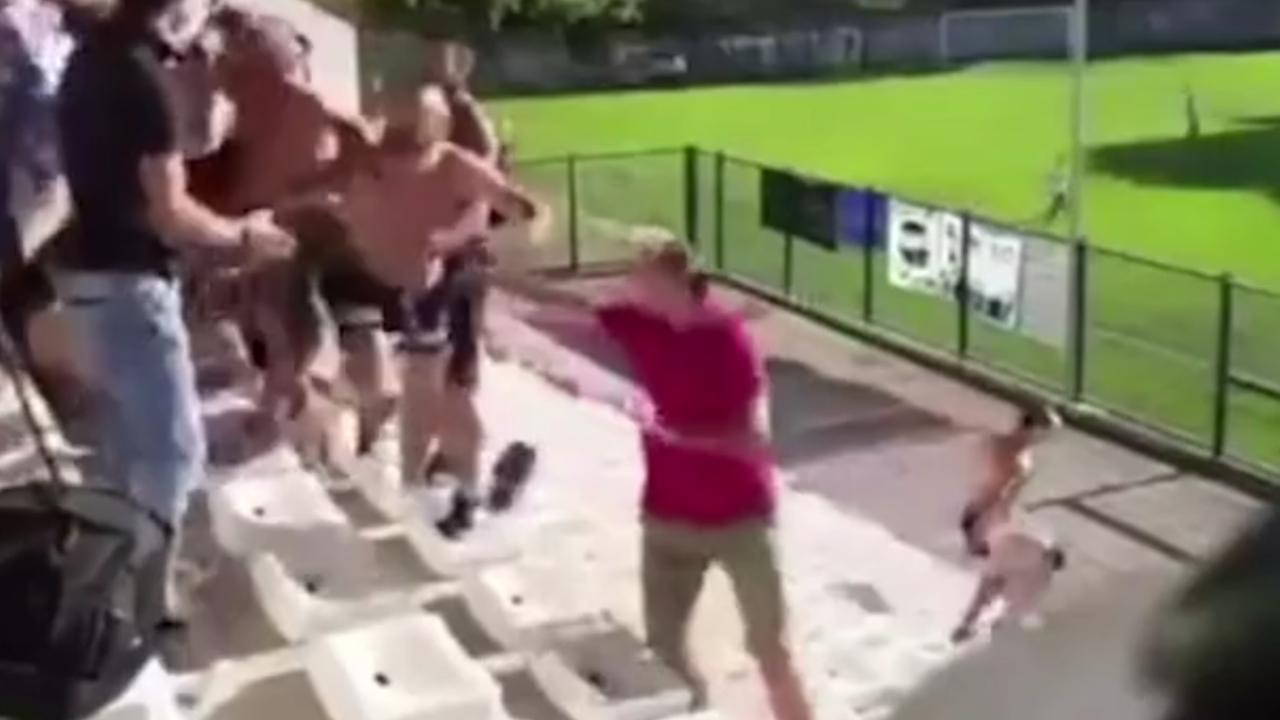 Calcio: insulti razzisti e rissa tra genitori alla partita dei figli
