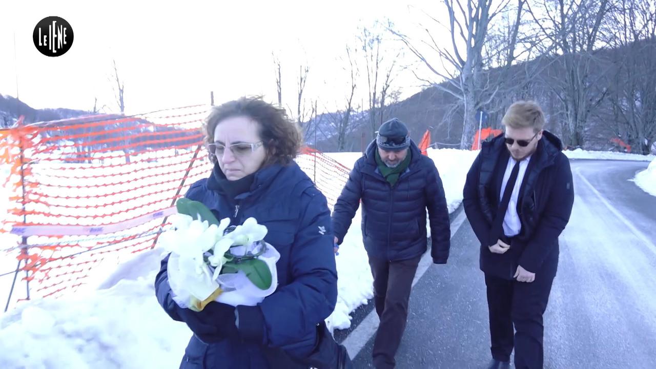 Rigopiano, con il padre multato per i fiori al figlio morto | VIDEO