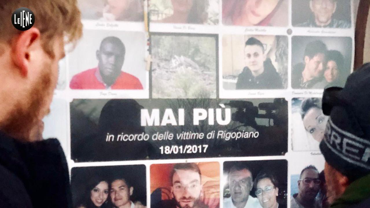Rigopiano, sul luogo della tragedia con il papà multato: le foto