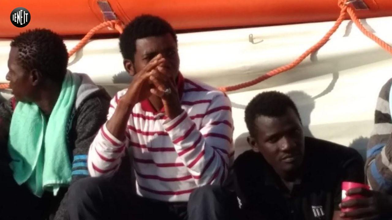 Sea watch: le foto dei migranti sulla nave
