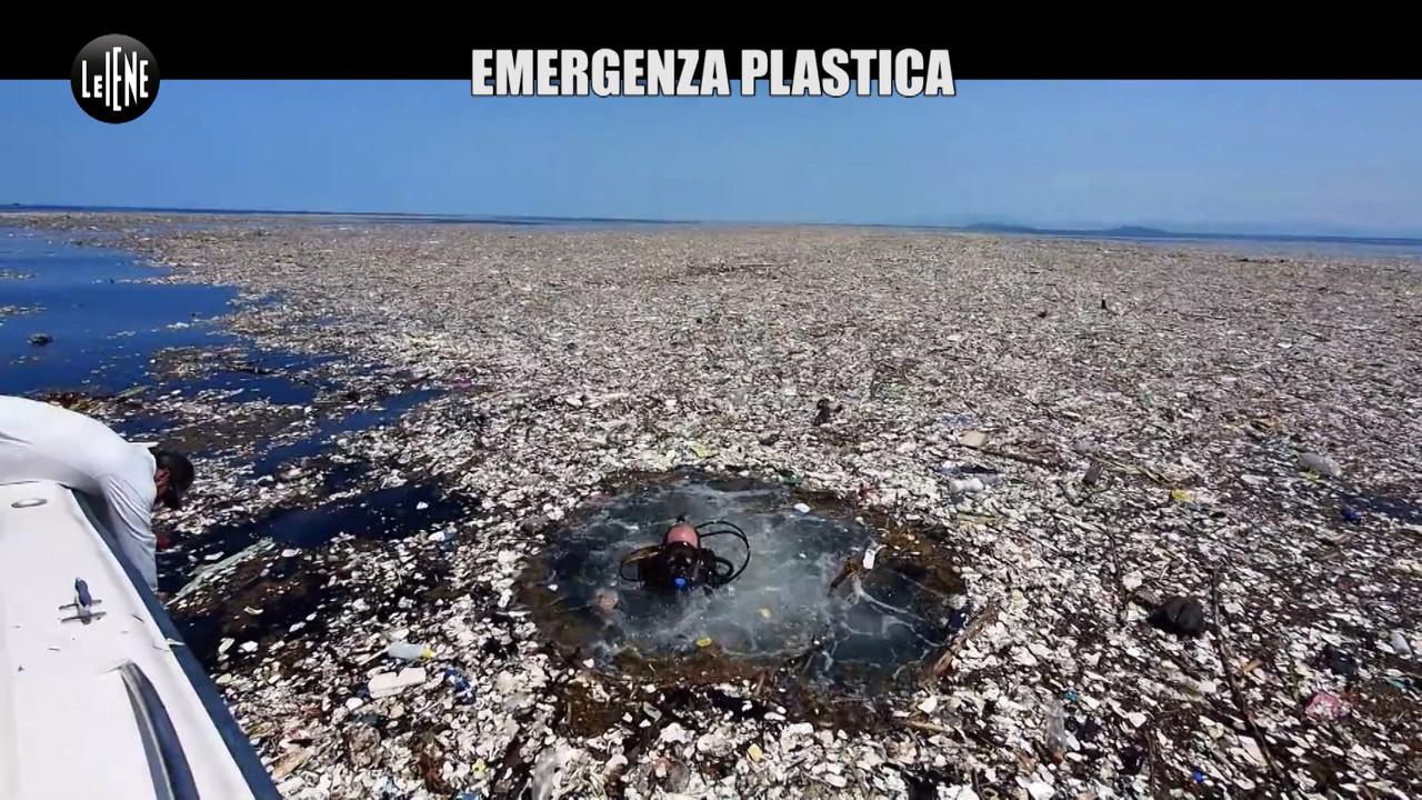 La plastica sta divorando il nostro pianeta | VIDEO