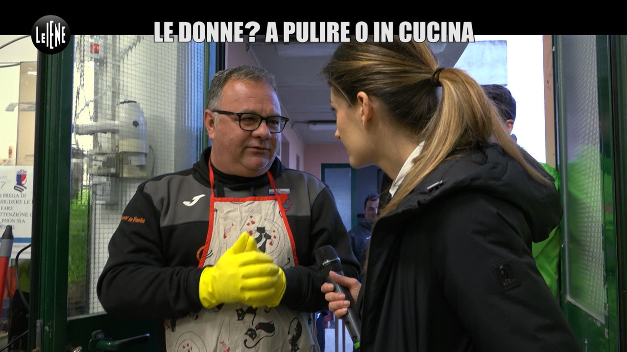allenatore calcio dichiarazioni donna arbitro cucina casa pulizie