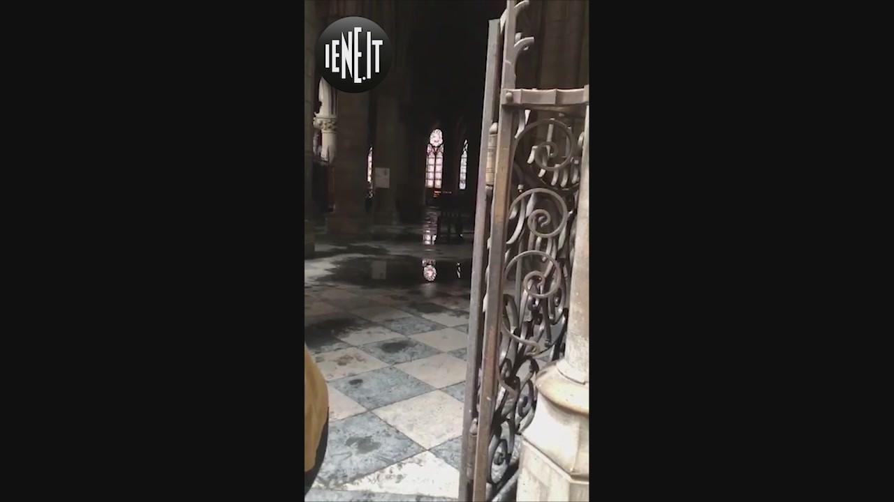 interno notre dame cattedrale parigi incendio dentro