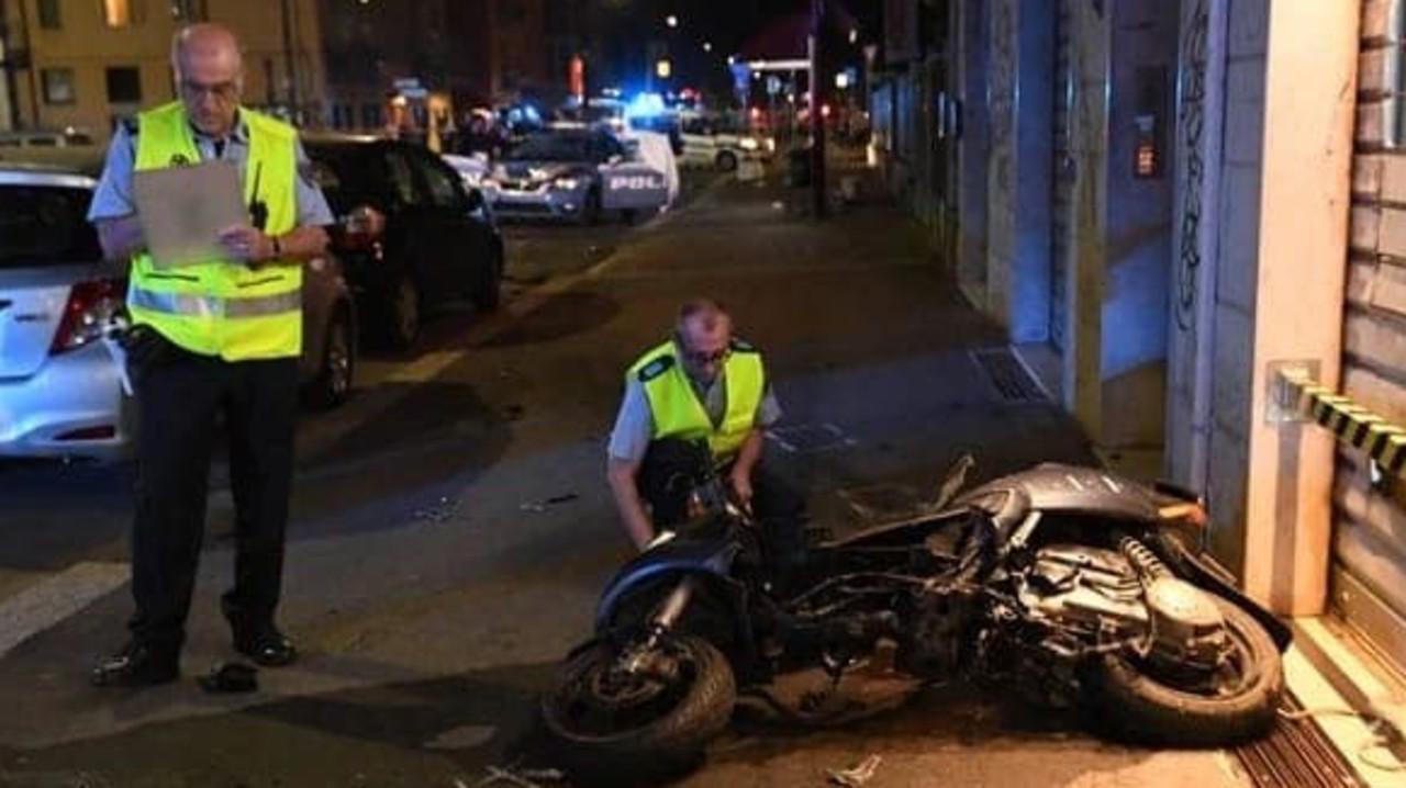 Rider muore travolto da volante della polizia a Bologna | VIDEO