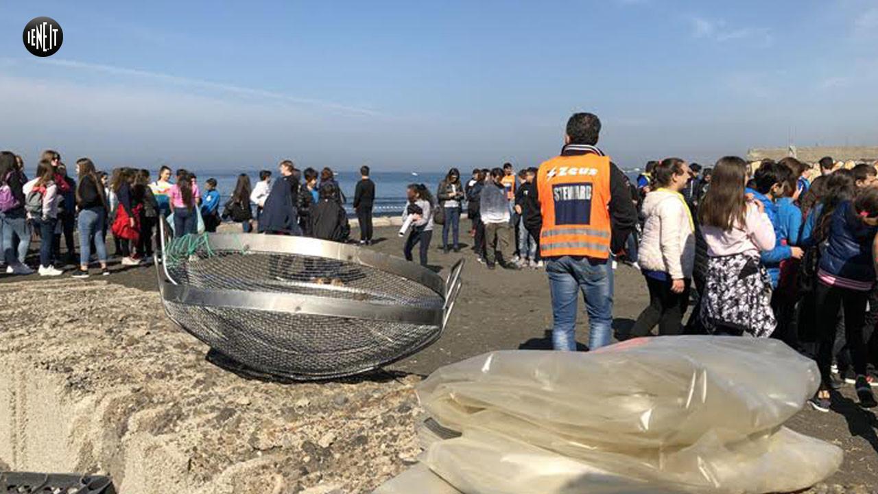 Emergenza plastica: la balena Plastic River a Pompei