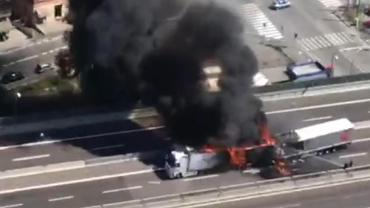 bologna incidente tir autostrada incendio camionisti