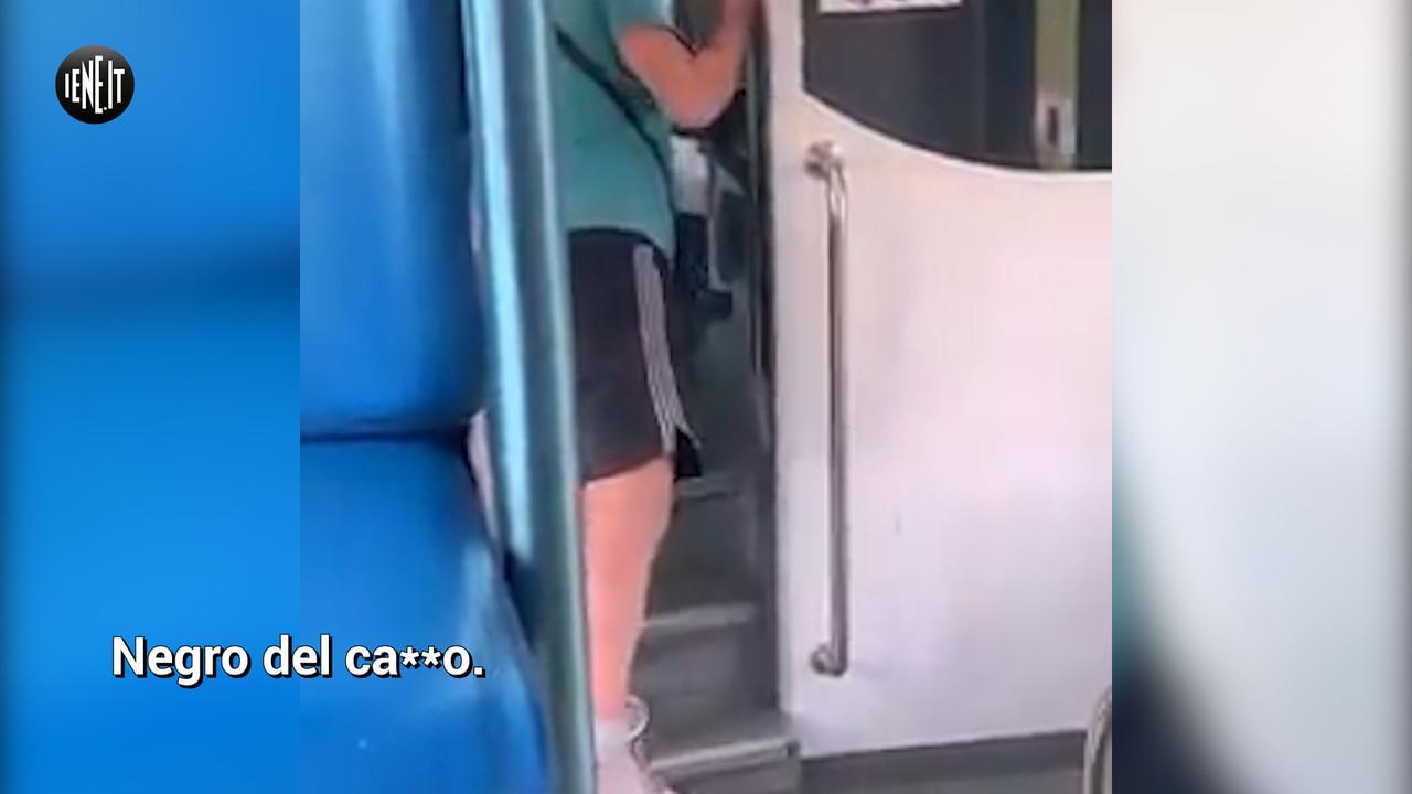 razzismo insulti negro treno mezzi pubblici Milano Verona