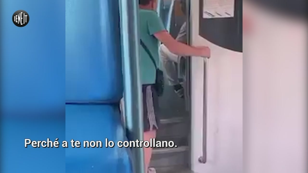razzismo insulti treno negro Milano Verona