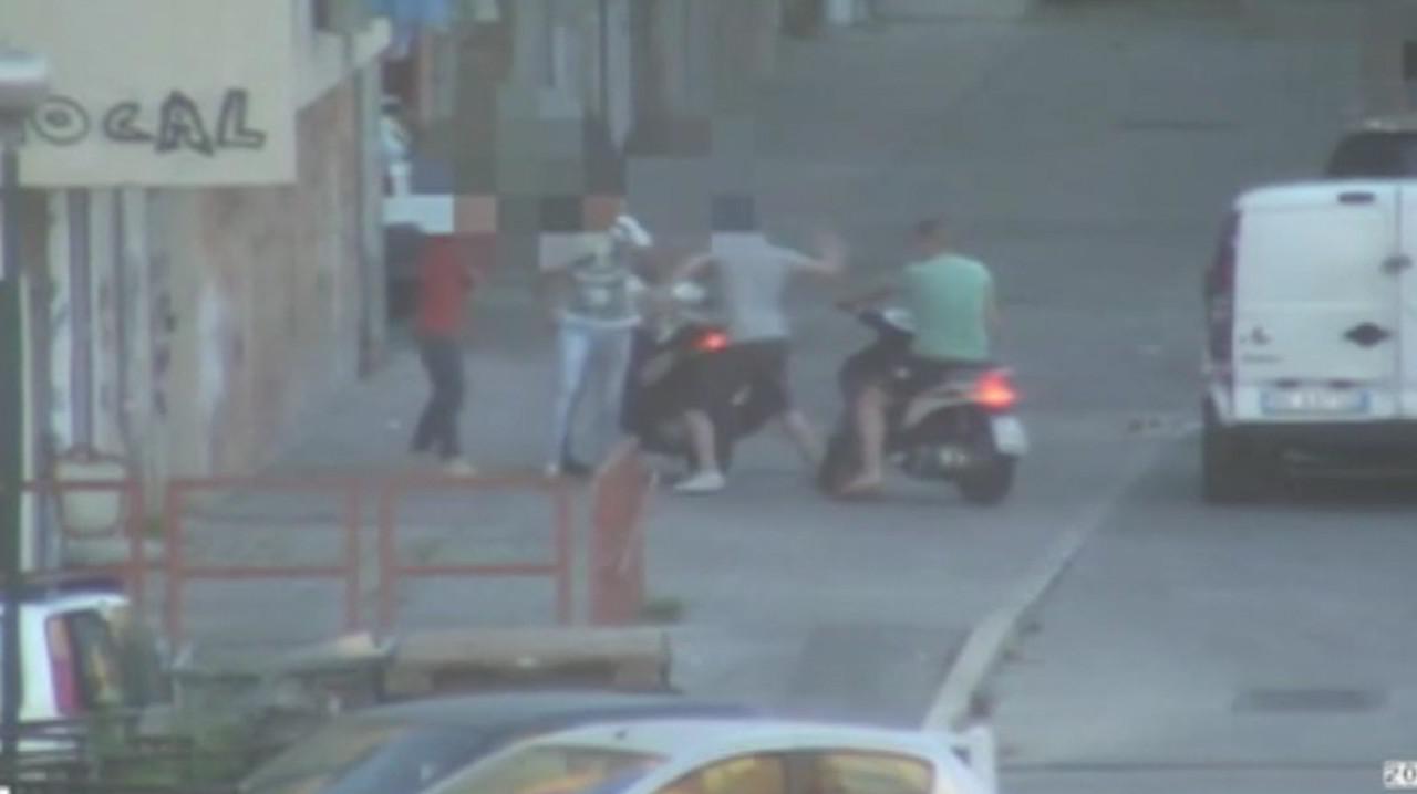 Baby gang, minorenni con i coltelli negli slip | VIDEO