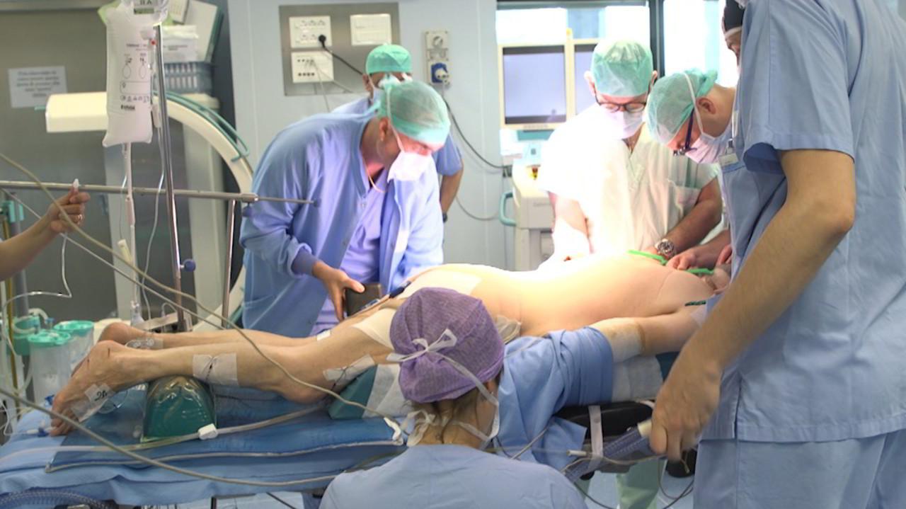Al Rizzoli primo trapianto di vertebre umane al mondo