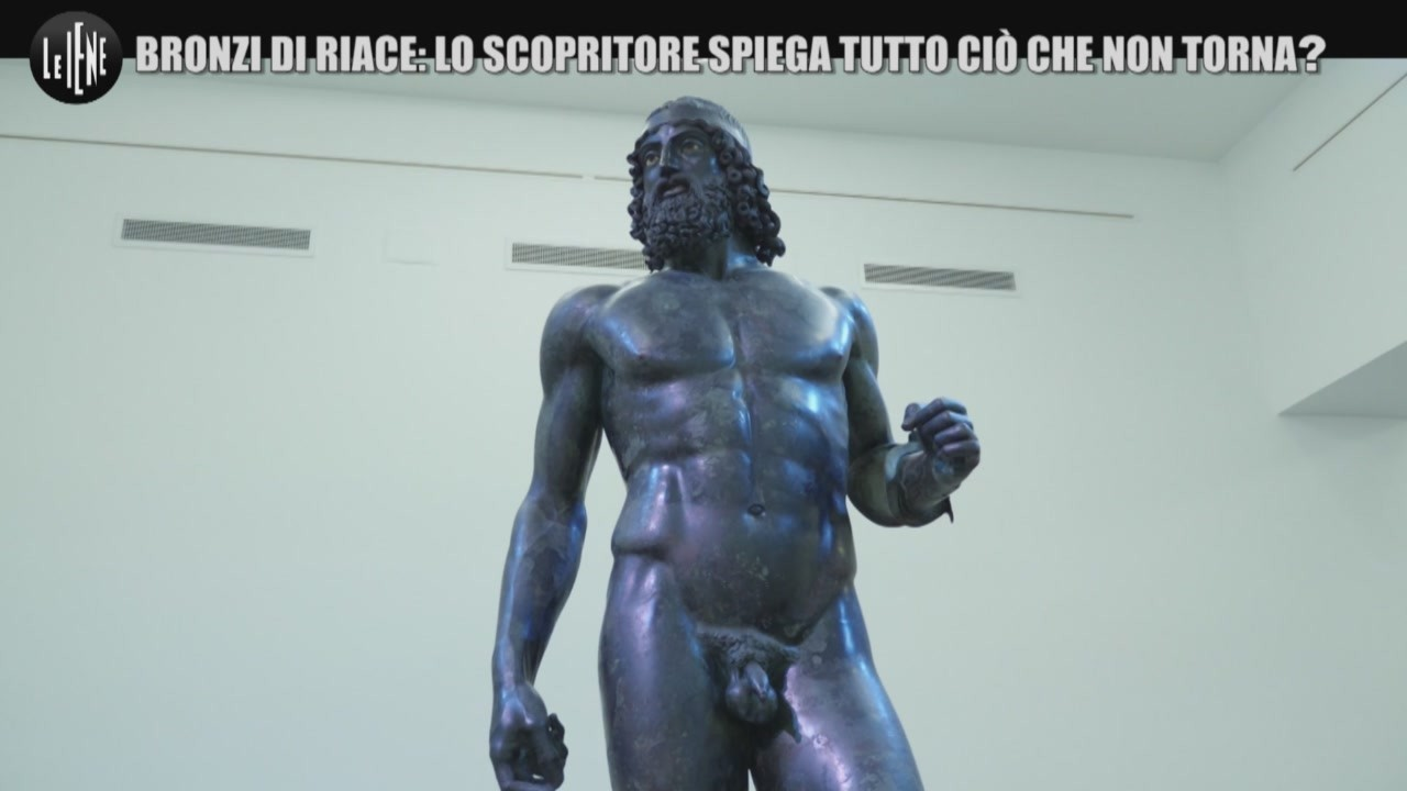 mistero bronzi riace statua braccia aperte