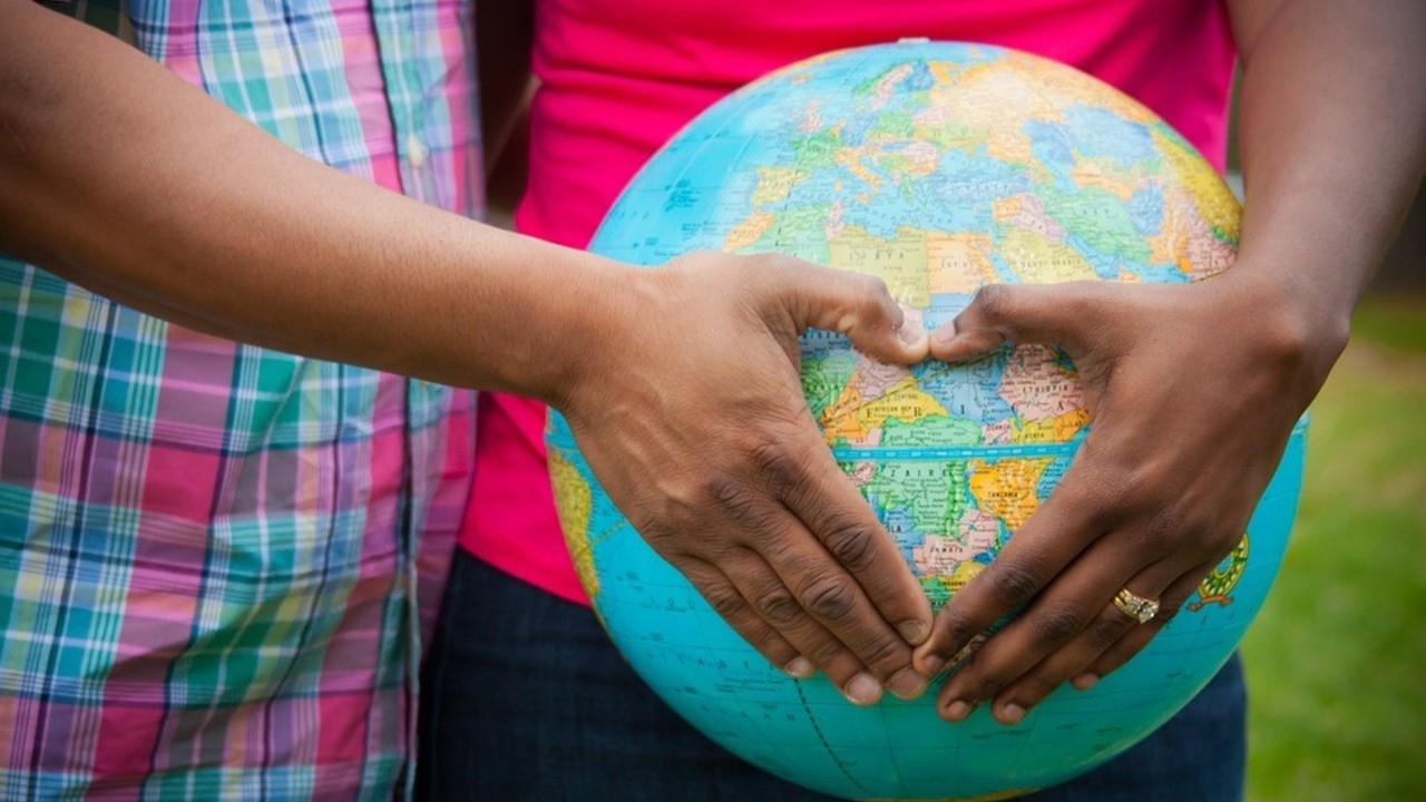 Crollano in Italia le adozioni dall'estero | VIDEO