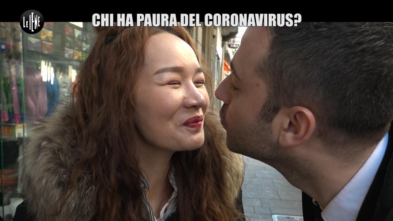 coronavirus paura bacio