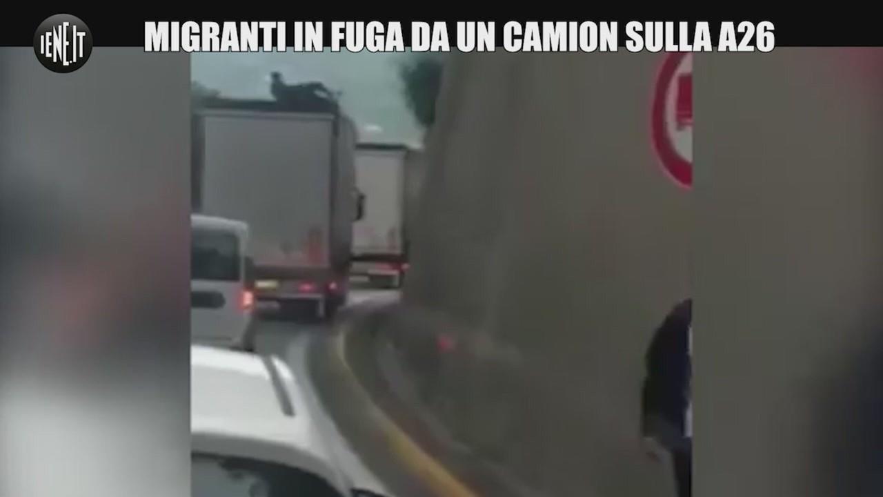 migranti coda autostrada liguria
