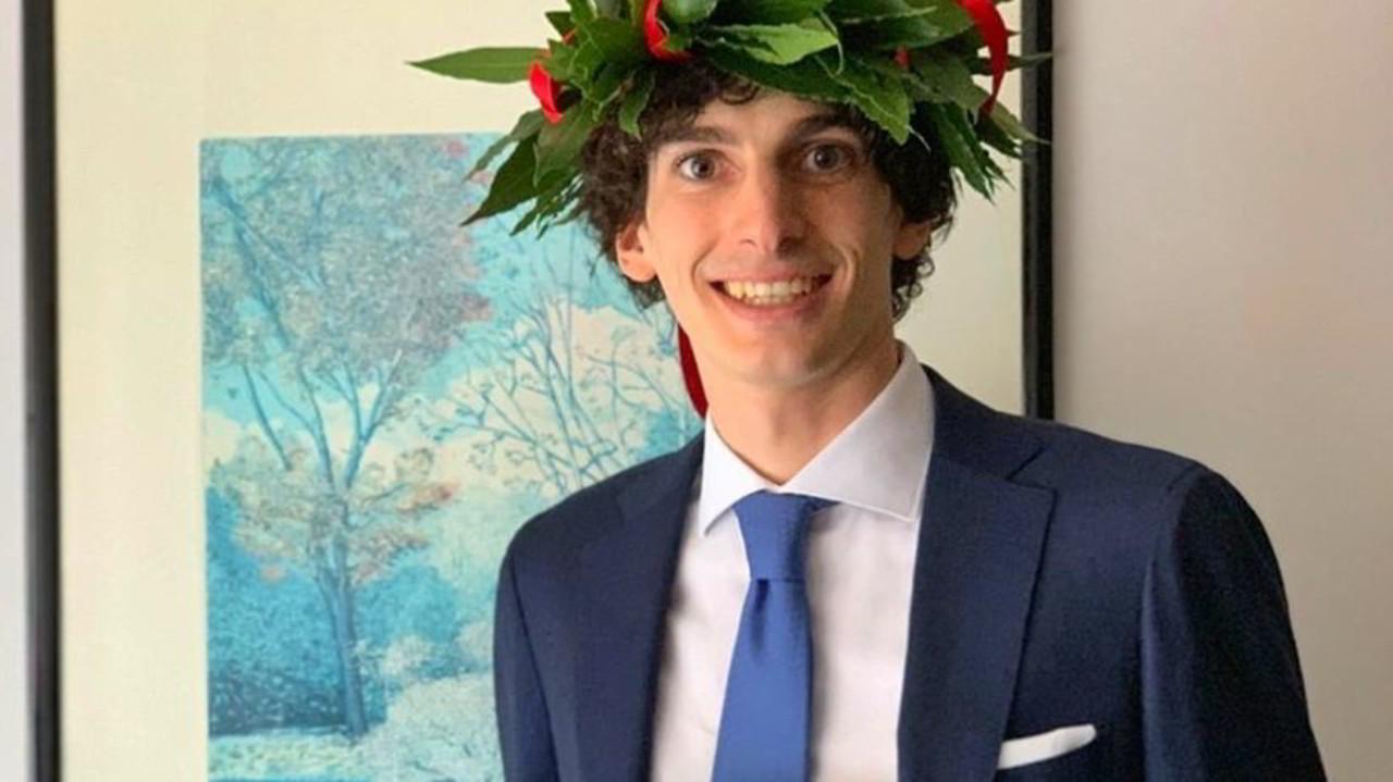 """Il figlio del primo medico morto per il coronavirus si laurea in Medicina: """"Voglio renderlo fiero"""""""