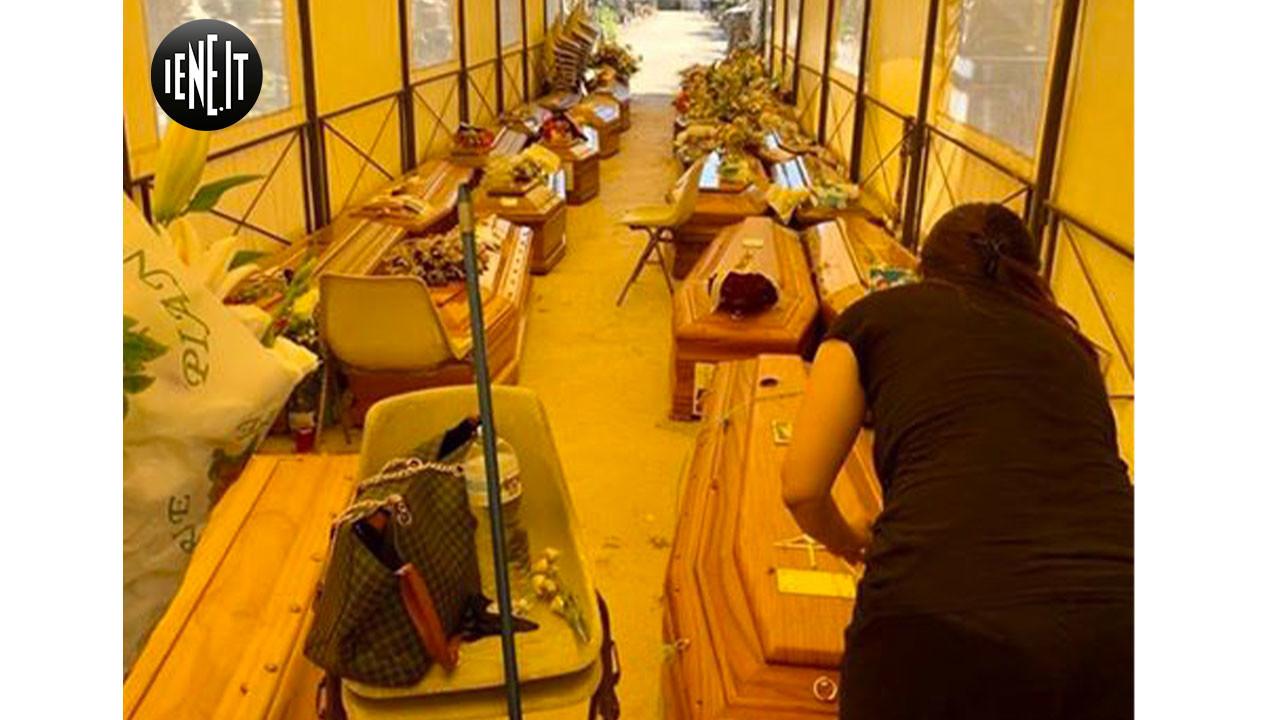 Palermo, Bare accatastate al cimitero: la rabbia di Vincenza