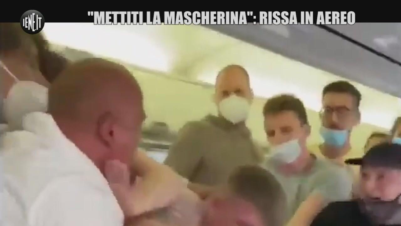 """""""Mettiti la mascherina"""". Rissa in aereo con due passeggeri"""