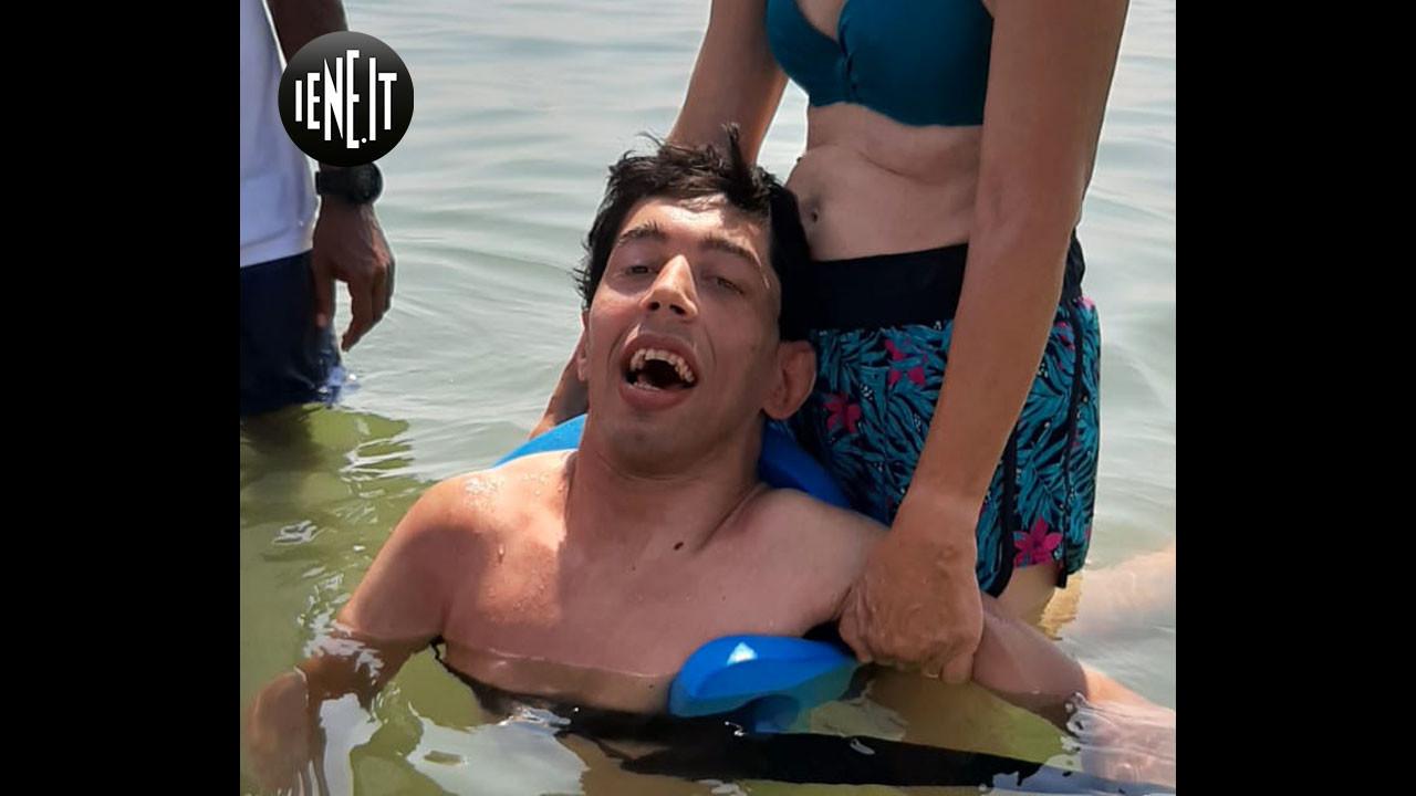 """""""Da anni non facevano un bagno in mare"""": Le foto"""