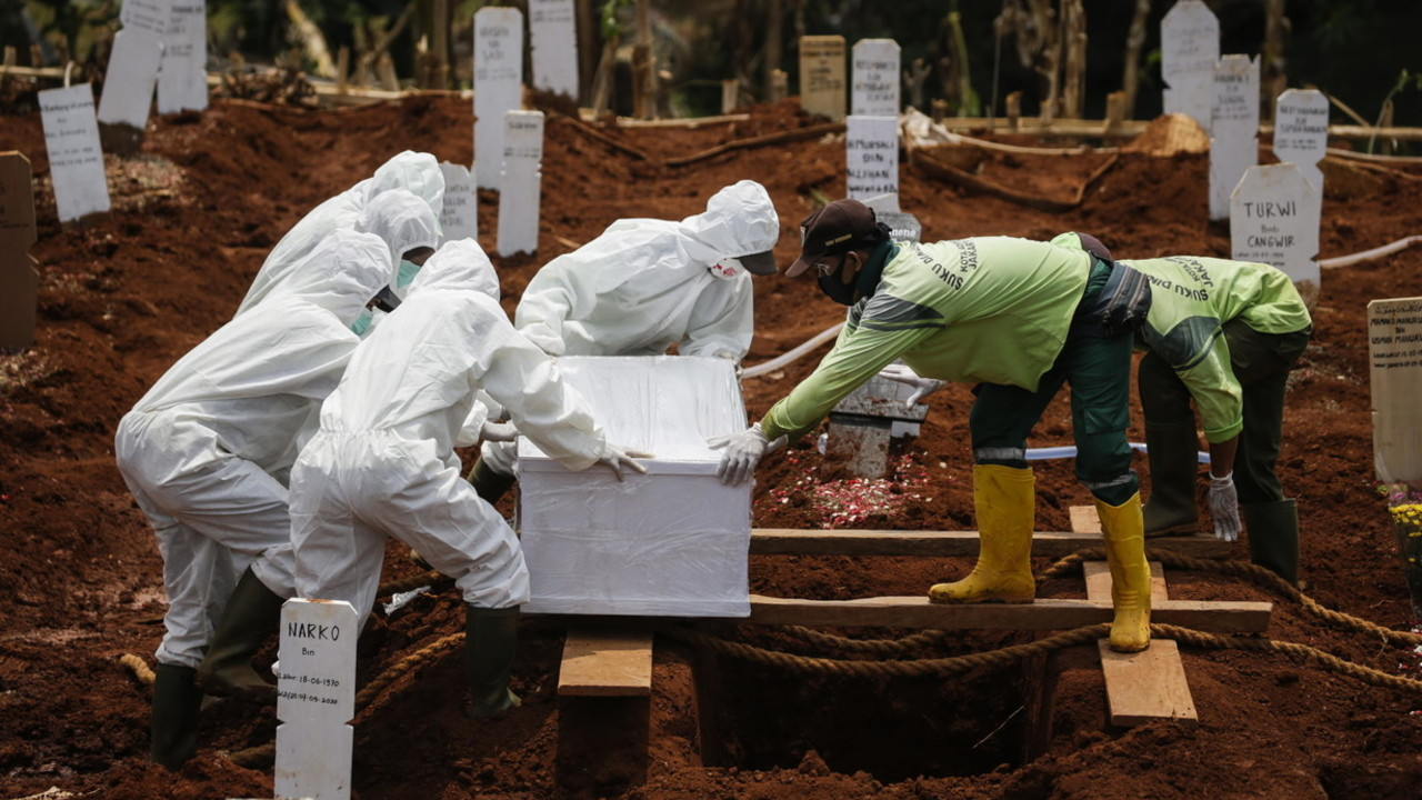 Coronavirus, un milione di morti in 9 mesi: cosa dobbiamo aspettarci per i prossimi 9? | I DATI