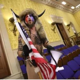 QAnon complottisti assalto Congresso Usa