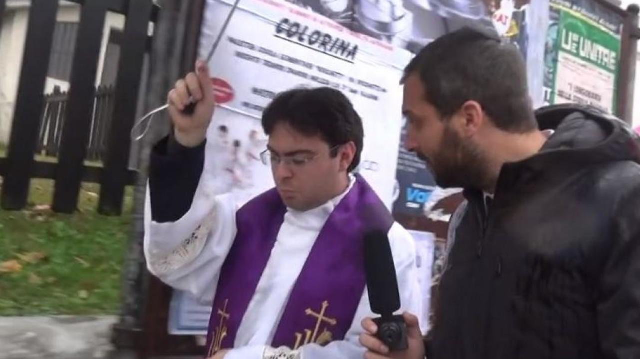 Presunti abusi sui chierichetti del Papa, il vescovo di Como aveva deciso un risarcimento | VIDEO