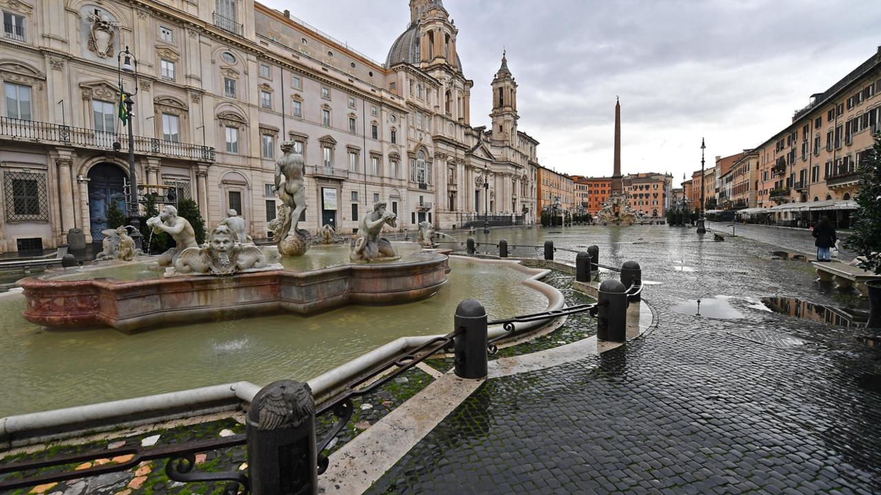 Il coronavirus spinge gli italiani lontani dalle grandi città