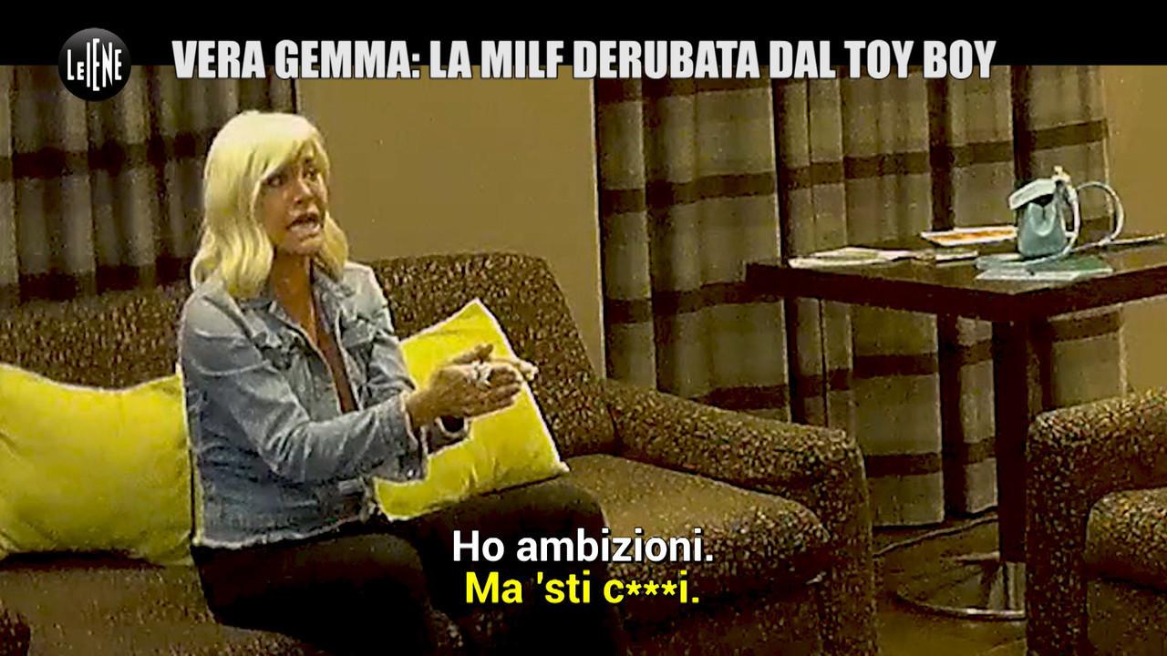 scherzo Vera Gemma milf derubata toy boy