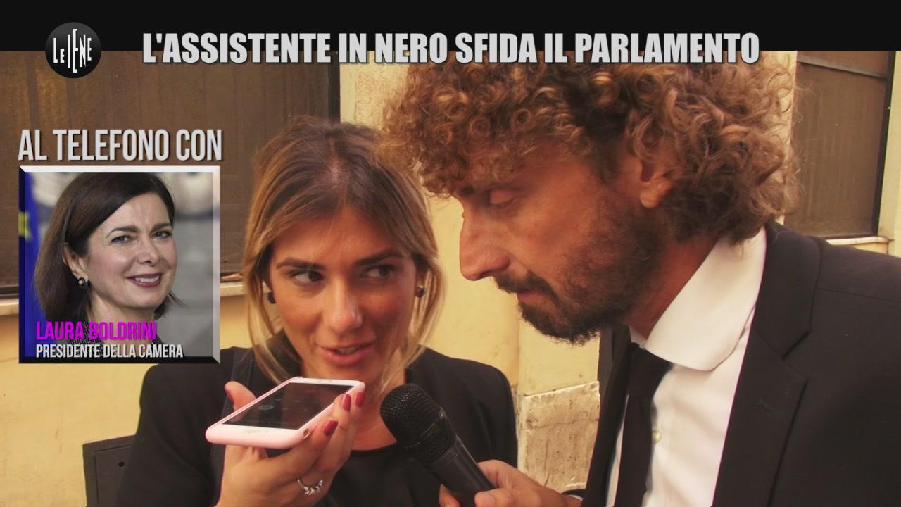 ROMA: L'assistente in nero sfida il parlamento