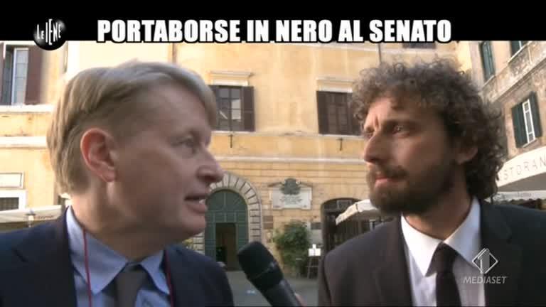 ROMA: Portaborse in nero al Senato