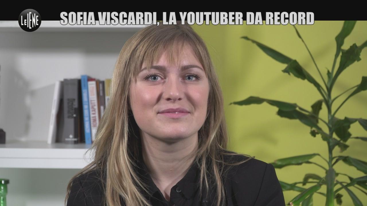 """Sofia Viscardi, il suo libro """"Succede"""" al cinema. Una 19enne da record"""